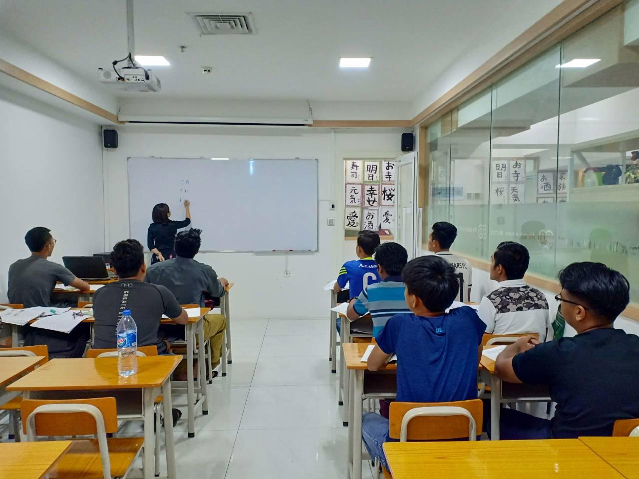 合格者の健康診断、雇用契約、 日本語学習スタート